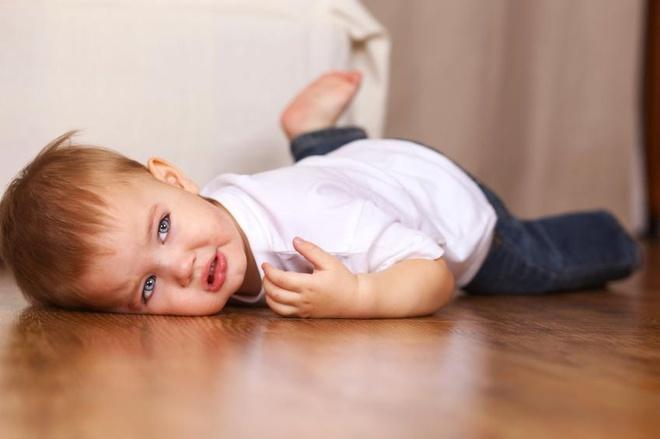 Làm gì nếu con bạn là một đứa trẻ hay khóc nhè?