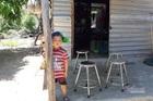 Goá phụ ngày làm thêm, đêm đi biển, con trai 5 tuổi khó được đến trường