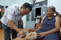 Thiếu tá 10 năm chữa bệnh miễn phí cho người dân