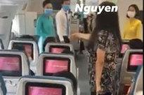 """Bức xúc clip nữ hành khách làm loạn, liên tục gào thét trên máy bay: """"Tôi muốn ra Hà Nội ngay lập tức"""