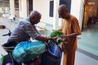 Lan tỏa điều tử tế: 15 năm làm shipper miễn phí cho bếp ăn từ thiện