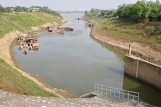 Hanoi declaresemergency over erosionin Chuong My