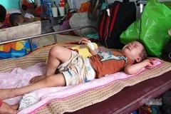Trao hơn 45 triệu đồng cho bé Duy Khang bị bướu nguyên bào gan ác tính