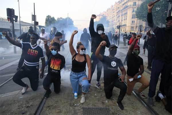 Biểu tình tương tự Mỹ bùng phát dữ dội tại Pháp