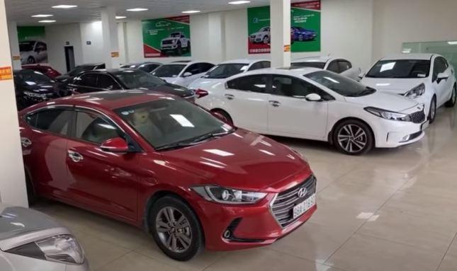 Ôtô mới giảm 50% trước bạ, dân bán xe cũ lao đao, khủng hoảng