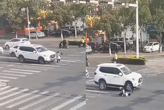 Bất chấp đèn đỏ băng qua đường, cậu bé bị ô tô tông trúng