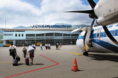Why does only one airline fly to Con Dao Island?