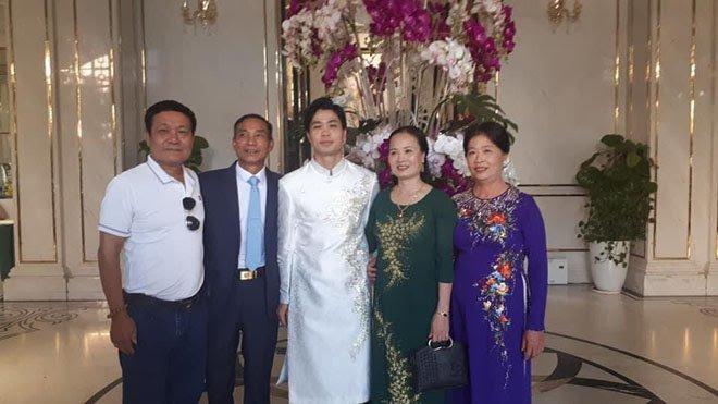 Những hình ảnh hiếm hoi về lễ đính hôn của Công Phượng và Viên Minh