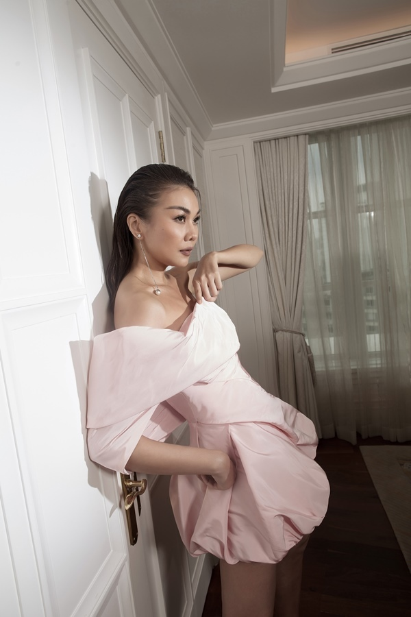 Hà Hồ, Thanh Hằng diện trang phục của NTK Công Trí trên Vogue
