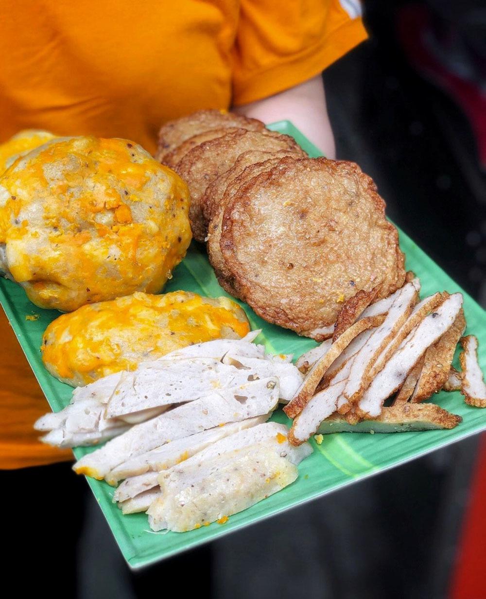 Bánh ướt lòng gà và loạt đặc sản đốn tim thực khách tại TP.HCM