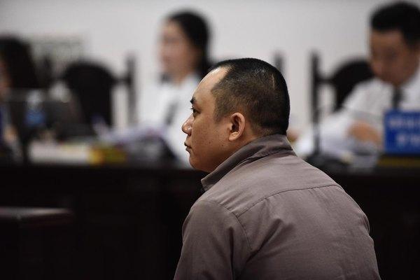 Tài xế container vụ Innova lùi trên cao tốc khóc, tòa tuyên y án