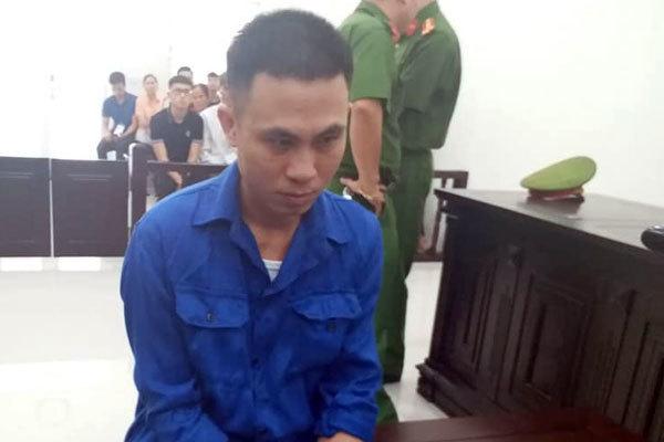 Người đàn ông ở Hà Nội đang thái thịt, cầm dao giết chết hàng xóm