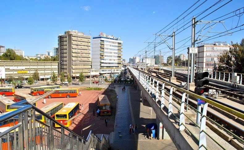 Vay Trung Quốc làm đường sắt trên cao, nước nghèo ngập nợ nần