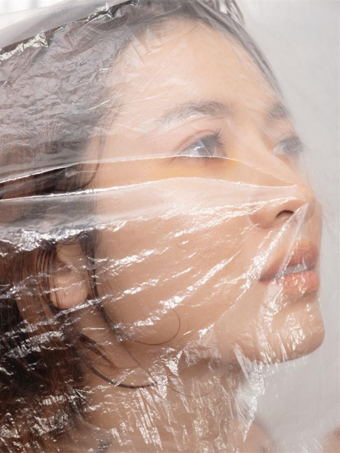 Ảnh thời trang 'độc, lạ' của Oanh Kiều 'Tiếng sét trong mưa'