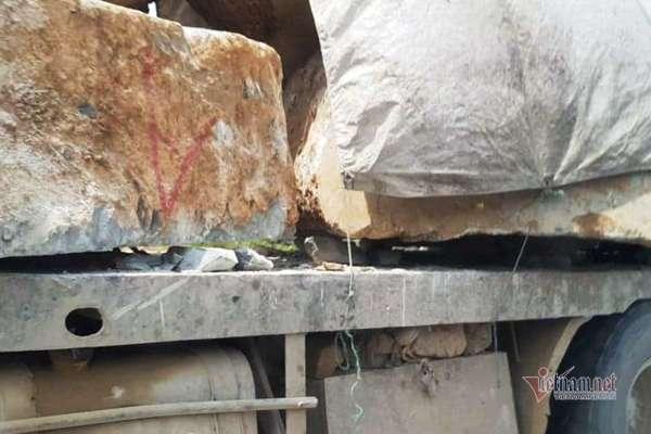 CSGT Thanh Hóa áp tải xe chở đá vượt quá tải 600%