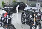 Đại lý tung chiêu khuyến mại: Mua ô tô tặng kèm mô tô phân khối lớn