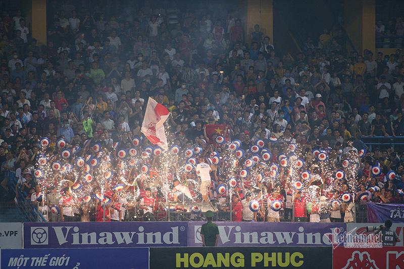 Tự hào Việt Nam khác biệt, sức sống phủ khắp trên khán đài…