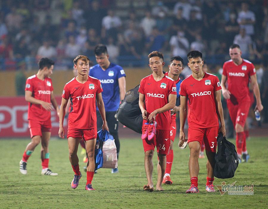 HLV Lee Tae Hoon nhận lỗi sau trận thua đậm của HAGL