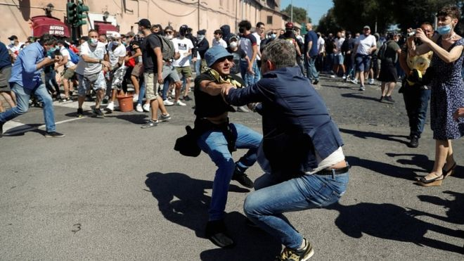 Coronavirus: Far-right Rome protest turns briefly violent