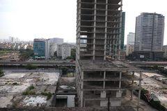 Tháp nghìn tỷ bỏ hoang nằm trơ xương trên đất vàng Hà Nội chờ 'sang tay'
