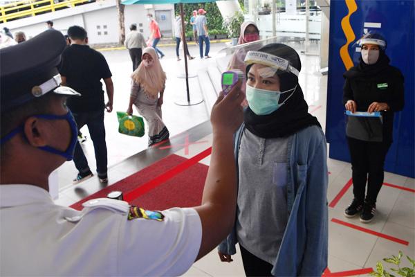 Vùng đen Covid-19 ở Indonesia, ca nhiễm tăng vọt vì không tuân thủ giãn cách xã hội