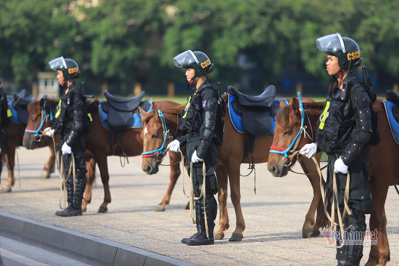 Đoàn Cảnh sát cơ động kỵ binh lần đầu ra mắt