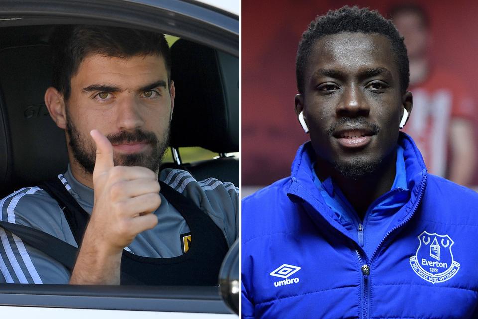 Mourinho 'bắt cóc' Ruben Neves, MU tiếc ngẩn ngơ
