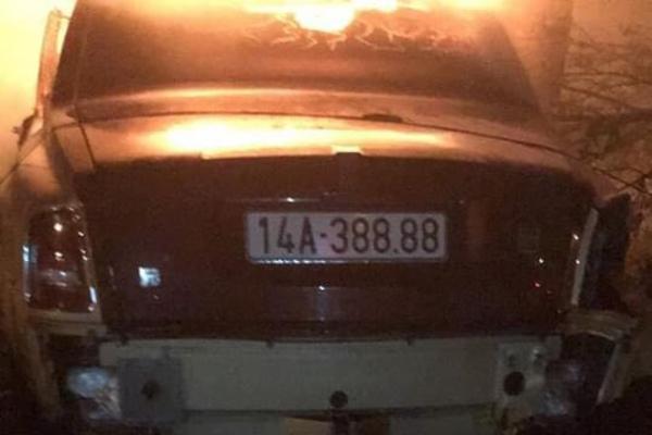 Siêu xe Rolls-Royce biển tứ quý ở Quảng Ninh húc liên hoàn rồi bốc cháy