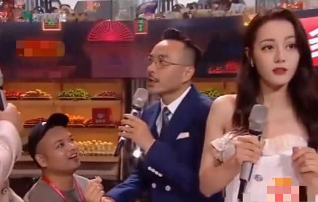 Địch Lệ Nhiệt Ba hoảng hốt vì bị fan cuồng lên sân khấu cầu hôn