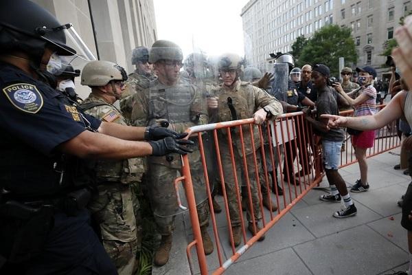 Ông Trump lệnh rút vệ binh quốc gia khỏi thủ đô