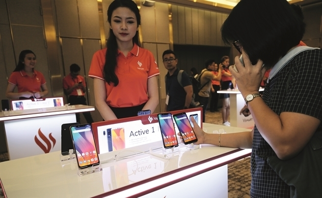Time for Vietnamese smartphone brands to conquer home market