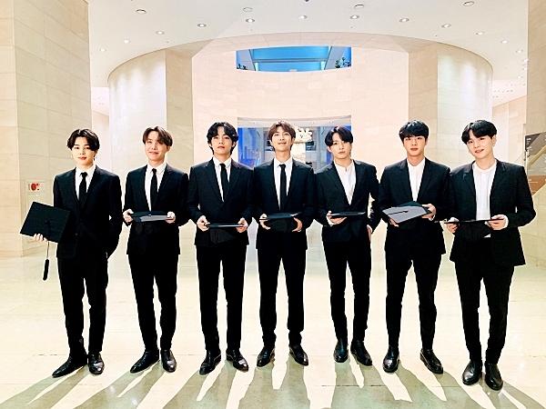 BTS kể lại những kỷ niệm đáng nhớ trong lễ tốt nghiệp