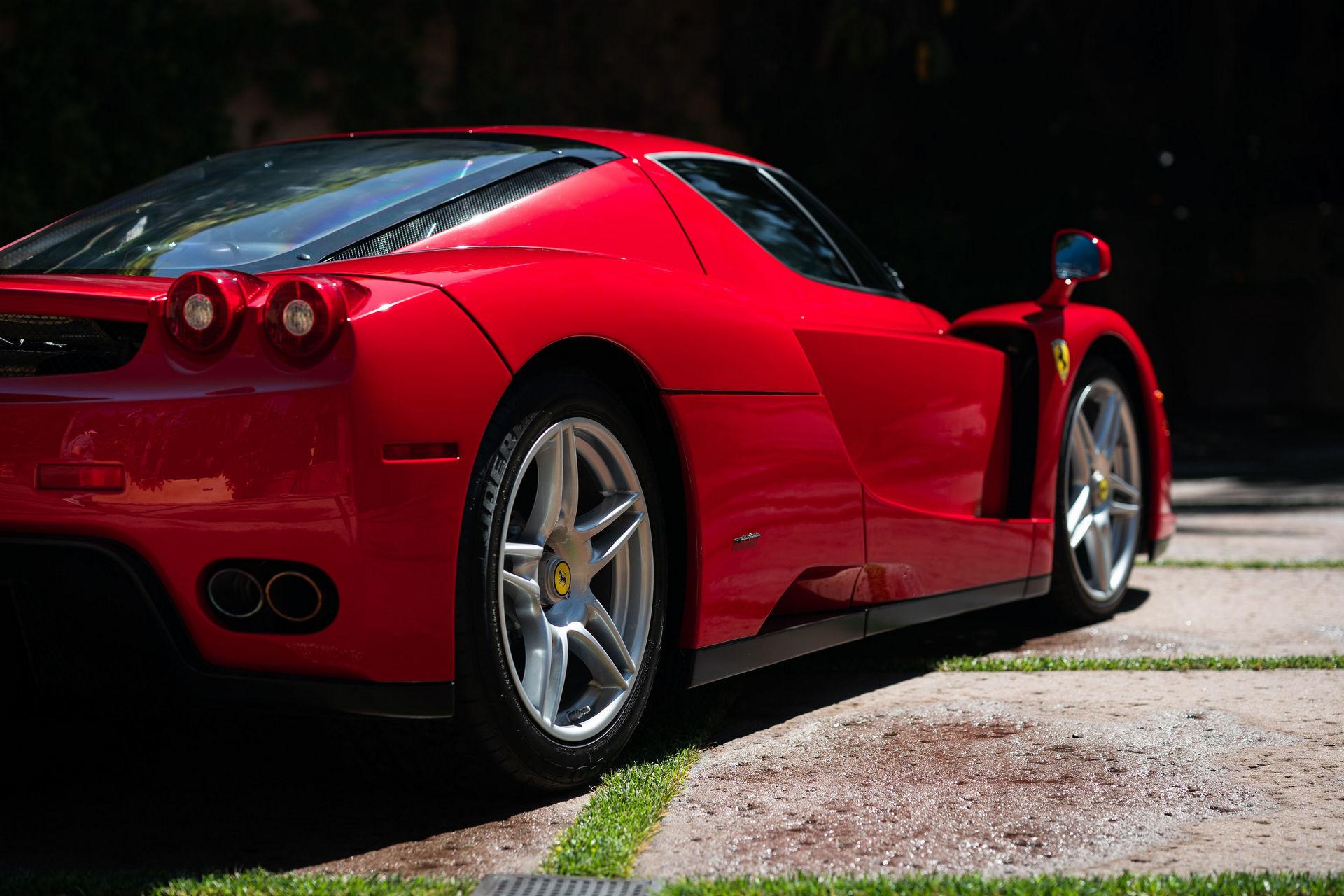 Siêu xe Ferrari Enzo lập kỷ lục đấu giá trực tuyến với giá bán 2,64 triệu USD