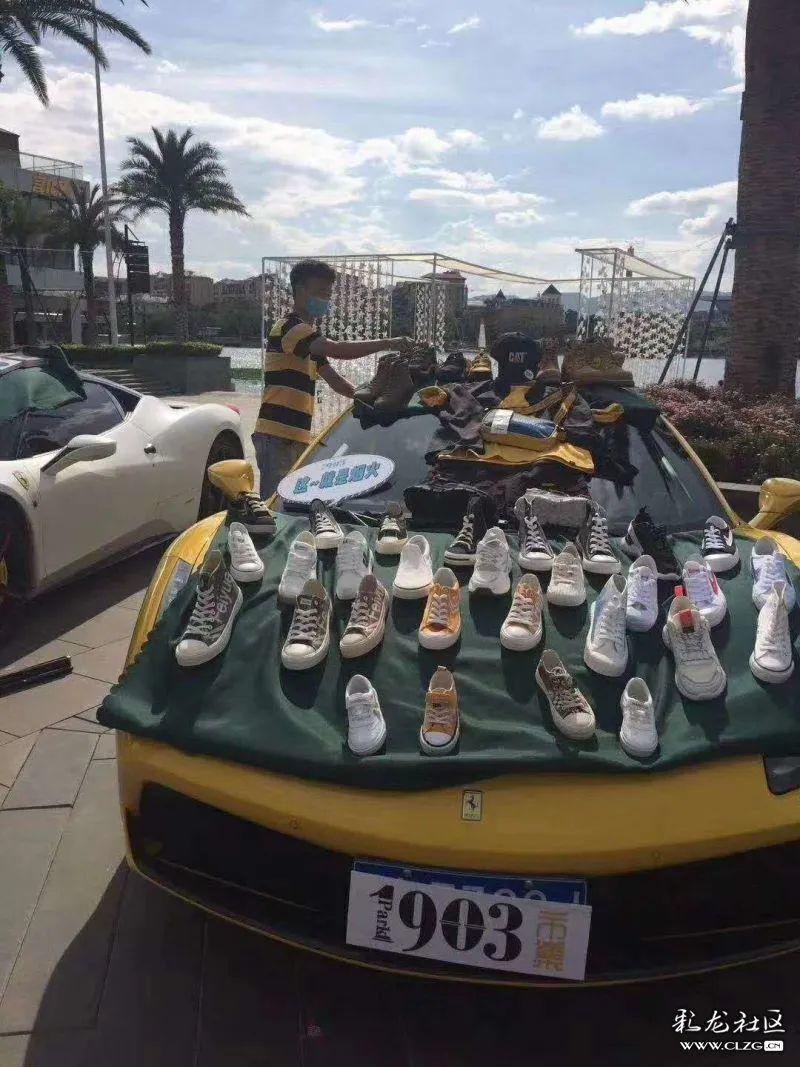 Loạt siêu xe Ferrari, BMW, Bentley,… rủ nhau đi bán hàng rong tại Trung Quốc
