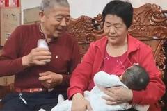 Niềm hạnh phúc làm cha mẹ của cặp đôi 70 tuổi thụ thai tự nhiên