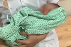 Bé sơ sinh bị bỏ rơi 3 ngày dưới nắng 40 độ ở Hà Nội