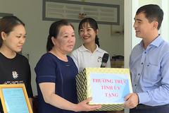 Bàn giao 2 căn nhà cho hộ nghèo ở Bình Thuận