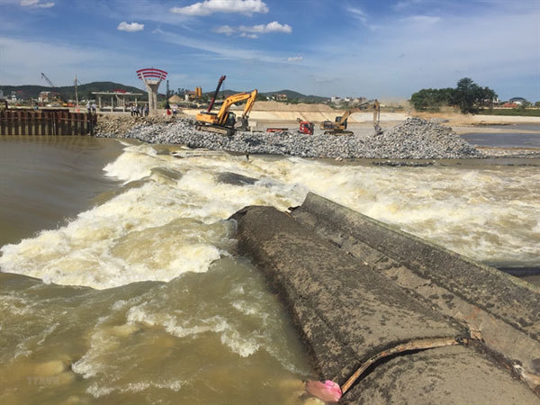 Nearly 8,000 households face water shortage after dam collapses in Nghe An