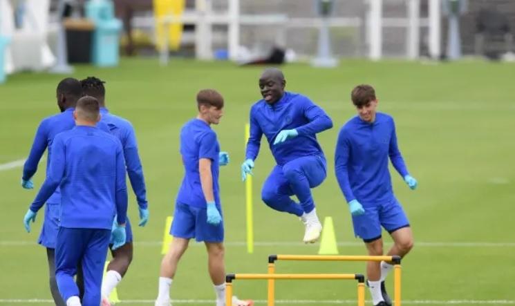 Kante trở lại tập cùng Chelsea, HLV Lampard thở phào