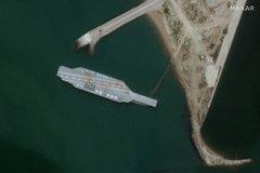 Lộ ảnh Iran dựng mô hình tàu sân bay Mỹ