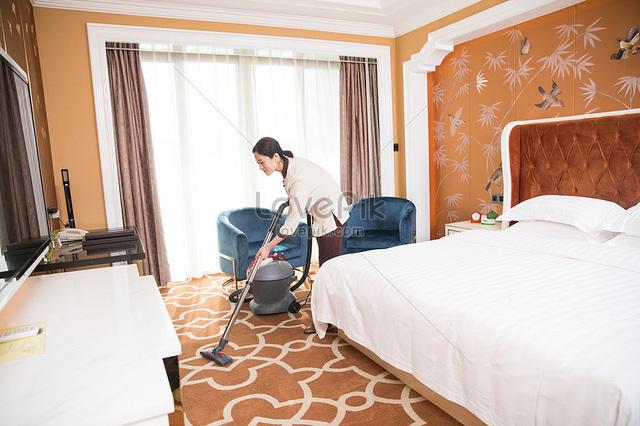 Lời thú nhận của nhân viên dọn phòng khách sạn về việc đòi tiền khách gây tranh cãi