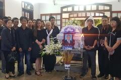 Gia đình, đồng nghiệp tiễn đưa nhạc sĩ Trần Quang Lộc trong cơn mưa tầm tã