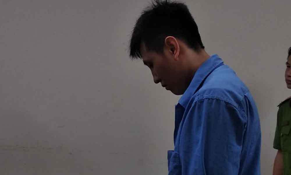 Bé gái 12 tuổi bị anh rể 'hờ' hãm hại tới sinh con