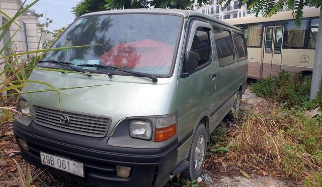 Học sinh lớp 4 bị bỏ quên trên xe đưa đón ở Hà Nội