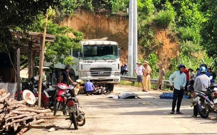 Xe máy đối đầu xe tải, 2 thanh niên Quảng Nam tử vong tại chỗ