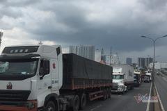 3 vụ tai nạn liên tiếp trên cầu Phú Mỹ, trăm ô tô kẹt cứng kéo dài