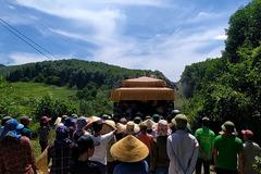 Triệu tập thêm một nam sinh lớp 11 vụ bé trai 5 tuổi chết ở Nghệ An