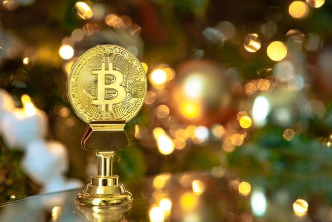 Bitcoin tăng tốc, tiến sát 10.000 USD
