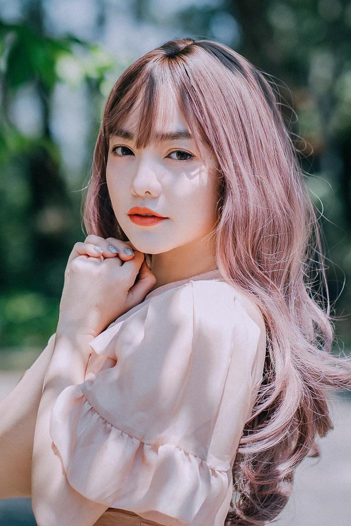 Hồng Kim Hạnh 'Tiệm ăn dì ghẻ' viết ca khúc về 'tình yêu sét đánh'