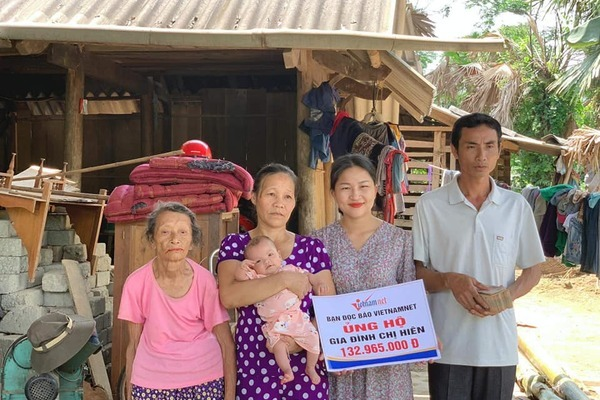 Bé gái bị bệnh tim ở Hà Tĩnh nhận được hơn 200 triệu đồng